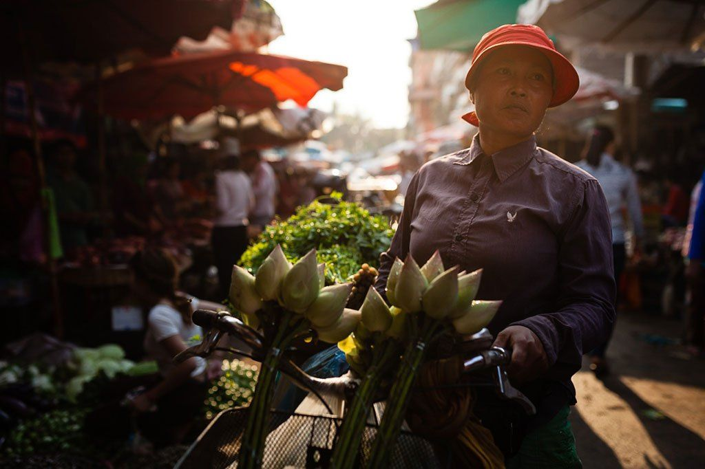 Photo morning in a market and a Buddhist monastery
